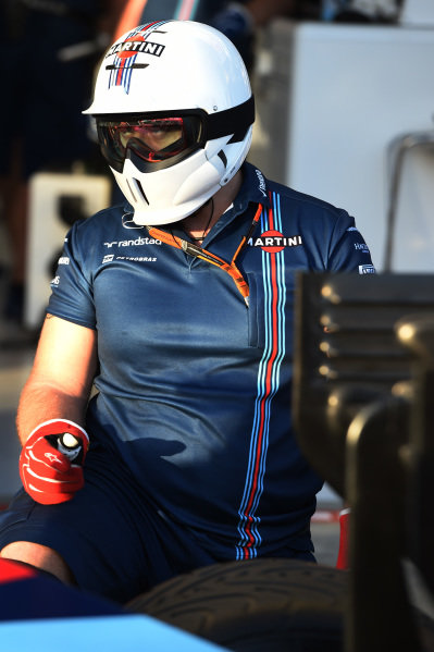 Williams mechanic at Formula One World Championship, Rd1, Australian Grand Prix, Preparations, Albert Park, Melbourne, Australia, Thursday 12 March 2015.