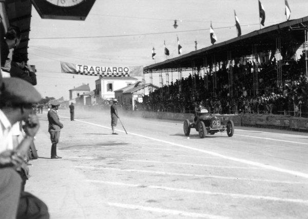 1935 Coppa Acerbo Junior voiturette race. Pescara, Italy. 15 August 1935. Dick Seaman, ERA B-type, 1st position, action. World Copyright: Robert Fellowes/LAT Photographic Ref: 35CA05