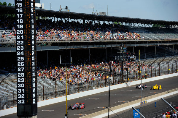 23 May, 2014, Indianapolis, Indiana, USA Cars speed down the front straight on Carb Day. ©2014, F. Peirce Williams LAT Photo USA