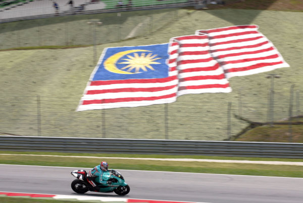 2003 Malaysian Grand Prix. Sepang, Kuala Lumpur, Malaysia.21-23 March 2003.Carl Fogarty (Foggy Petronas Racing) gives a demonstration run on the Foggy FP1 bike that his team is running in this years World Superbike Championship. He passes the Malaysian flag.World Copyright - LAT Photographic ref: Digital Image Only