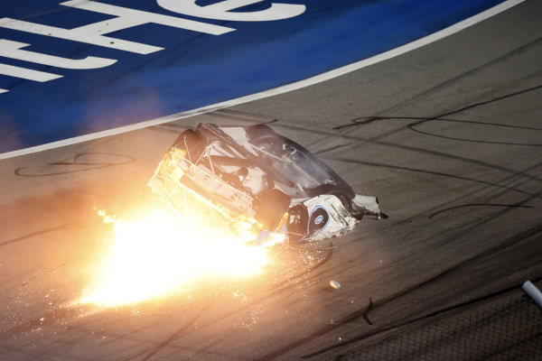 Last Lap.  #6: Ryan Newman, Roush Fenway Racing, Ford Mustang Koch Industries, crash