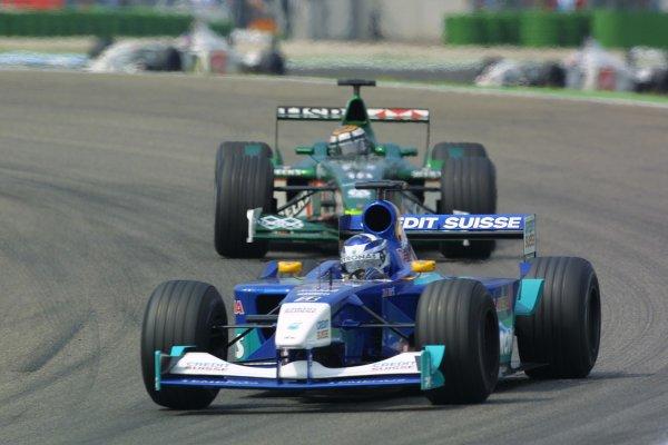 2001 German Grand Prix - RaceHockenheim, Germany. 29th July 2001Kimi Raikkonen, Sauber Petronas C20, leads Eddie Irvine, Jaguar R2 action.World Copyright - LAT PhotographicRef: 9 MB Digital File Only
