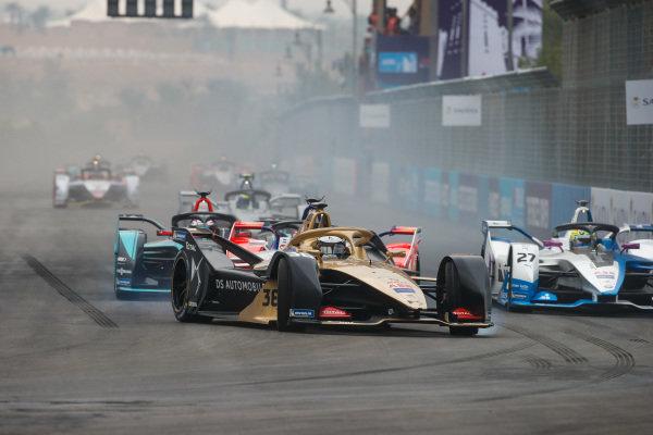 Andre Lotterer (DEU), DS TECHEETAH, DS E-Tense FE19 leads Alexander Sims (GBR) BMW I Andretti Motorsports, BMW iFE.18