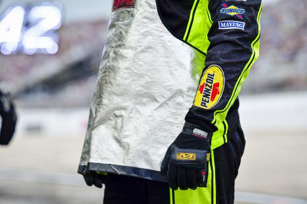 #12: Ryan Blaney, Team Penske, Ford Mustang Menards/Tarkett pit crew