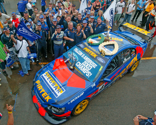 Australian V8 Supercars, Round 13, Eastert Creek, Sydney. 30th Nov 2003.