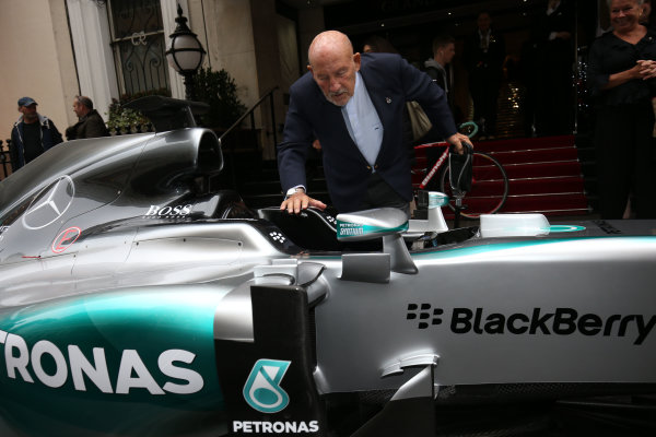 2015 British Racing Drivers Club Awards Grand Connaught Rooms, London Monday 7th December 2015 Sir Stirling Moss admires the Mercedes F1 car of Lewis Hamilton in the street outside the venue. World Copyright: Jakob Ebrey/LAT Photographic ref: Digital Image Moss-08