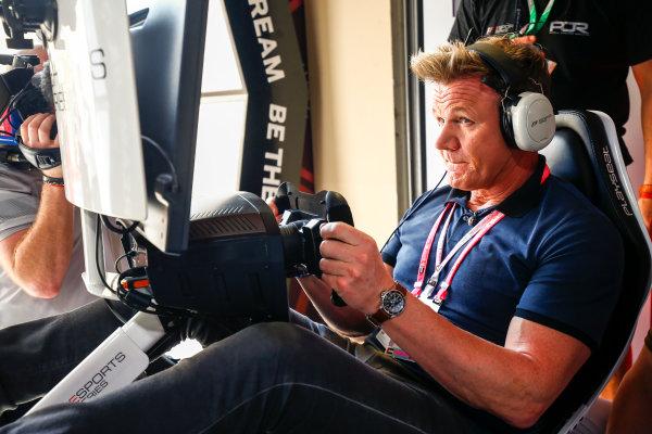 Yas Marina Circuit, Abu Dhabi, United Arab Emirates. Sunday 26 November 2017. Gordon Ramsay tries the E-Sports simulators. World Copyright: Andy Hone/LAT Images  ref: Digital Image _ONZ1118