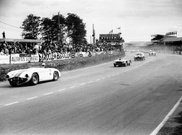 1953 Le Mans 24 hours.Le Mans, France. 13-14 June 1953.Phil Walters/John Fitch, Cunningham C5R-Chrysler, 3rd position leads Sydney Allard/Philip Fotheringham-Parker, Allard J2R-Cadillac, retired, at the start.World Copyright: LAT PhotographicRef: 53/53/26A-27