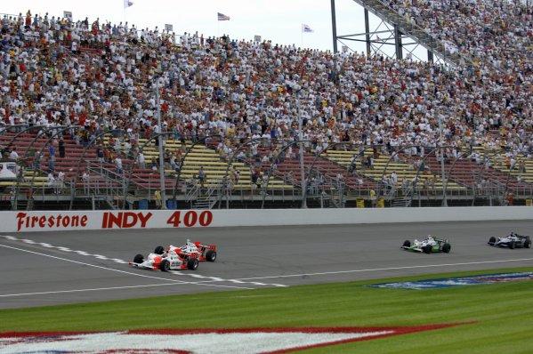 29-30 July 2006, Michigan International Speedway, Brooklyn, MI USA Team Penske leads the start. Copyright©F.Peirce Williams 2006 LAT Photographic