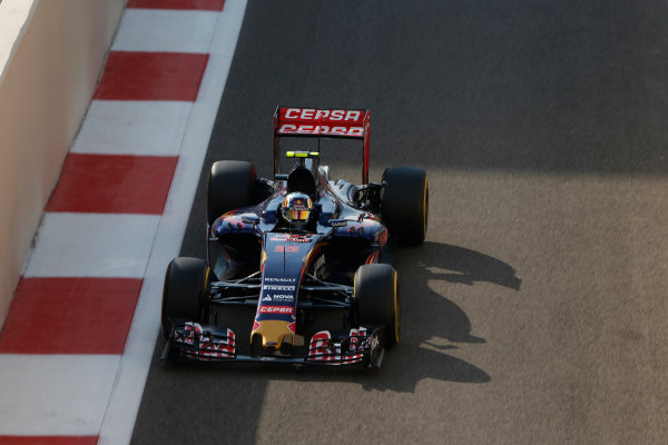 Yas Marina Circuit, Abu Dhabi, United Arab Emirates. Saturday 28 November 2015. Carlos Sainz Jr, Toro Rosso STR10 Renault. World Copyright: Charles Coates/LAT Photographic ref: Digital Image _99O9239