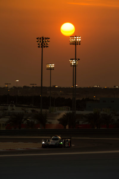 2015 FIA World Endurance Championship Bahrain 6-Hours Bahrain International Circuit, Bahrain Saturday 21 November 2015. Lucas Di Grassi, Lo?c Duval, Oliver Jarvis (#8 LMP1 Audi Sport Team Joest Audi R18 e-tron quattro). World Copyright: Sam Bloxham/LAT Photographic ref: Digital Image _SBL5236