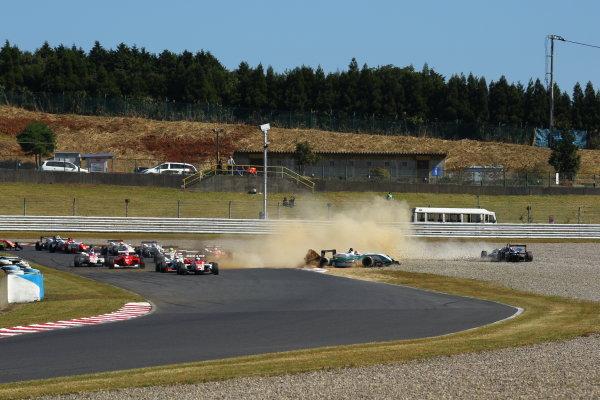 Round 15 & 16. AUTOPOLIS, Japan. 16th - 17th October 2010.Rd 16 Start of the race action. World Copyright:  Yasushi Ishihara/LAT Photographicref: 2010JF3_R16_007