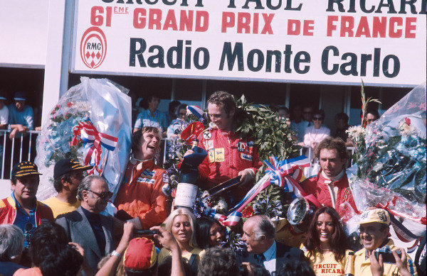 1975 French Grand Prix.Paul Ricard, Le Castellet, France.4-6 July 1975.Niki Lauda (Ferrari) 1st position chats with title rival James Hunt (Hesketh Ford) 2nd position. Jochen Mass (McLaren Ford) 3rd position also on the podium. Ref-75 FRA 02.World Copyright - LAT Photographic