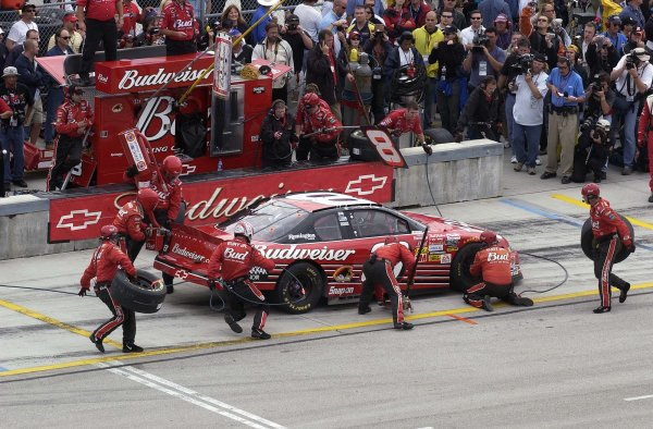 2002 NASCAR Miami, USA November 14-17,2002,Homestead-Miami Motorsports Complex-dale EarnhardtJr getting tires and fuel,-Robt LeSieur2002LAT Photographic