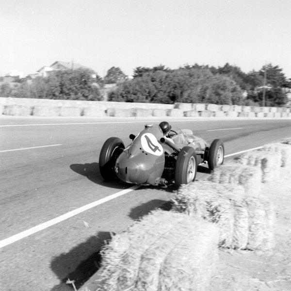 1958 Moroccan Grand Prix.Ain-Diab, Casablanca, Morocco.17-19 October 1958.Phil Hill (Ferrari Dino 246) 3rd position.Ref-2597.World Copyright - LAT Photographic