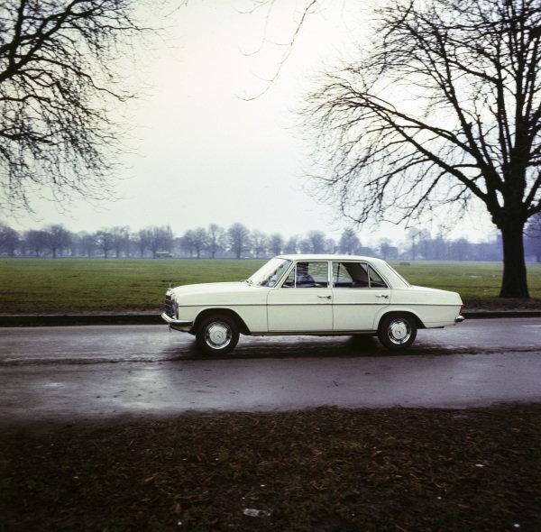 Mercedes Benz 220.