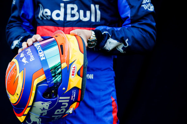 Alexander Albon, Toro Rosso, helmet