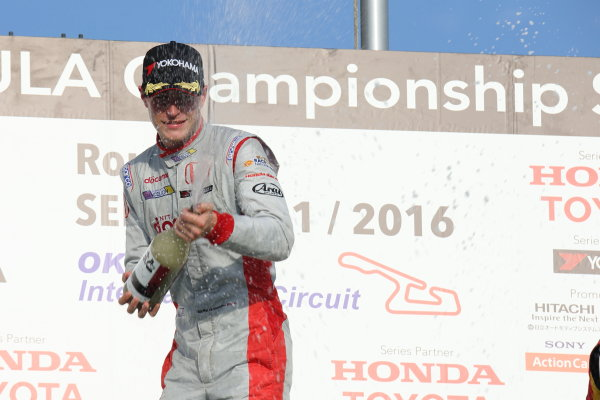 2016 Japanese Super Formula. Okayama, Japan.  Saturday 10 September 2016. Rd 5. Race1 Winner Stoffel Vandoorne ( #41  DOCOMO DANDELION M41S SF14 ) podium World Copyright: Yasushi Ishihara/LAT Photographic Ref : 2016SF_Rd5_R1_014