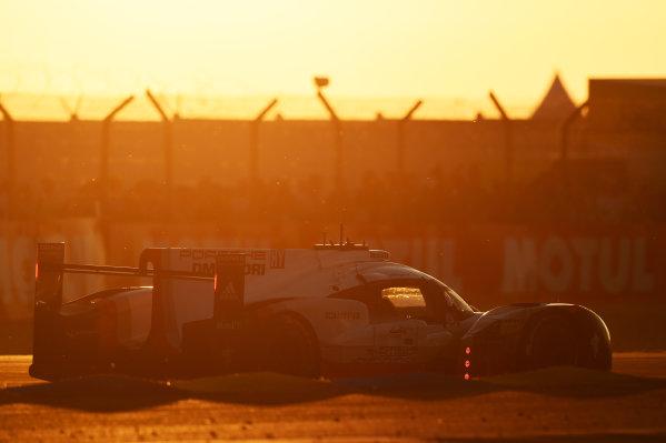 2017 Le Mans 24 Hours Circuit de la Sarthe, Le Mans, France. Saturday 17 June 2017 #1 Porsche Team Porsche 919 Hybrid: Neel Jani, Andre Lotterer, Nick Tandy World Copyright: Rainier Ehrhardt/LAT Images ref: Digital Image 24LM-re-10778