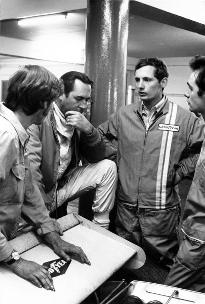 1970 Monaco Grand Prix. Monte Carlo, Monaco. 7-10 May 1970. Jack Brabham (Brabham BT33 Ford) 2nd position, chats with a young Ron Dennis in the pits, immediately after losing the race at the last corner of the last lap.  Ref: 3063#37 World Copyright - LAT Photographic