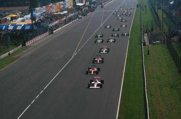 Ayrton Senna (BRA) leads the pack away from the grid on lap 1 Italian Grand Prix, Monza, 10th September 1989