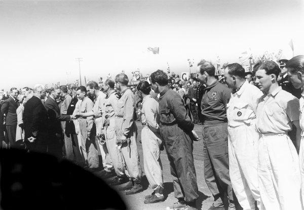 1950 British Grand Prix.Silverstone, Great Britain. 13th May 1950.King George VI meets the drivers, including a young Stirling Moss in the foreground.World Copyright: LAT Photographicref: 3734I/04