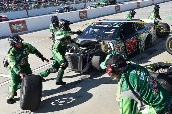 27-29 March, 2015, Martinsville, Virginia USA Dale Earnhardt Jr, makes a pit stop.  ?2015, John Harrelson / LAT Photo USA