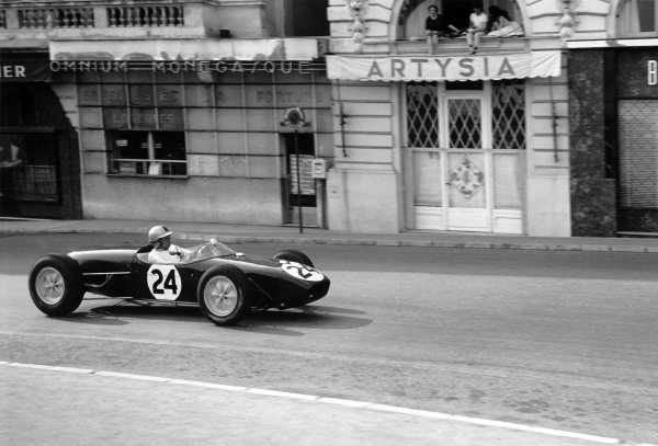 1960 Monaco Grand Prix. Monte Carlo, Monaco. 26th - 29th May 1960. Alan Stacey (Lotus 18 - Climax), retired, action.  World Copyright: LAT Photographic. Ref:  8665A - 11A.