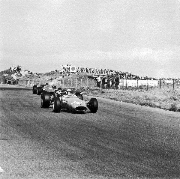 1966 Dutch Grand Prix.Zandvoort, Holland. 24 July 1966.Guy Ligier, Cooper T81-Maserati, 9th position, leads Jo Bonnier, Cooper T81-Maserati, 7th position, action.World Copyright: LAT PhotographicRef: 35916