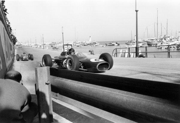1964 Monaco Grand Prix.Monte Carlo, Monaco. 10 May 1964.Dan Gurney, Brabham BT7-Climax, retired, leads Graham Hill, BRM P261, 1st position, action.World Copyright: LAT PhotographicRef: L64/99/16