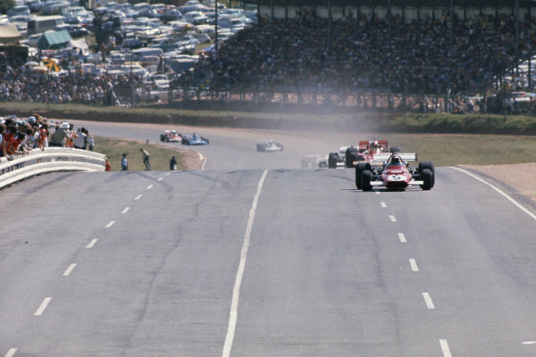 1971 South African Grand Prix.  Kyalami, South Africa. 4-6th March 1971.  Clay Regazzoni, Ferrari 312B, leads Emerson Fittipaldi, Lotus 72C Ford, on the start / finish straight.  Ref: 71SA09. World Copyright: LAT Photographic