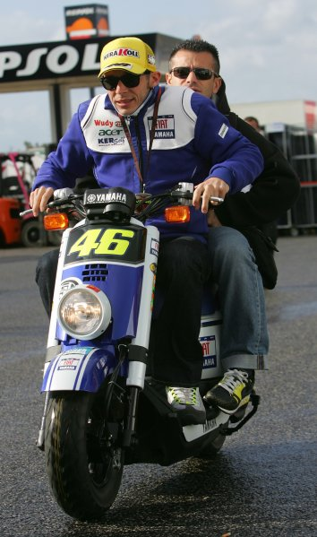 2008 Moto GP ChampionshipEstoril, Portugal. 12th - 13th April 2008Valentino Rossi Fiat Yamaha Team feels the early morning cold on his way to his pit box.World Copyright: Martin Heath/LAT Photographicref: Digital Image Only