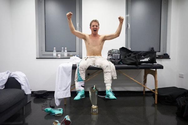 Yas Marina Circuit, Abu Dhabi, United Arab Emirates. Sunday 27 November 2016. New World Champion Nico Rosberg, Mercedes AMG, 2nd Position, with his trophy. World Copyright: Steve Etherington/LAT Photographic ref: Digital Image SNE21627