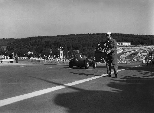 Spa-Francorchamps, Belgium. 13th - 15th June 1958.Tony Brooks (Vanwall) 1st position, action.World Copyright: LAT Photographic.Ref:  Autocar Glass Plate C52383.