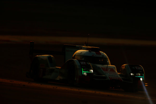 2015 FIA World Endurance Championship Bahrain 6-Hours Bahrain International Circuit, Bahrain Saturday 21 November 2015. Marcel F?ssler, Andr? Lotterer, Beno?t Tr?luyer (#7 LMP1 Audi Sport Team Joest Audi R18 e-tron quattro). World Copyright: Alastair Staley/LAT Photographic ref: Digital Image _79P1229