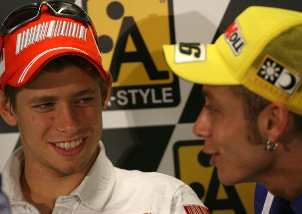 TT Circuit Assen, Netherlands. 25th June 2008Free Practice.Valentino Rossi Fiat Yamaha Team shares a joke with Casey Stoner Ducati Marlboro Team.World Copyright: Martin Heath / LAT Photographicref: Digital Image Only