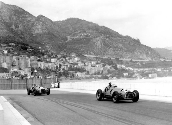 1950 Monaco Grand Prix.Monaco, Monte Carlo. 21st May 1950.Luigi Villoresi leads Alberto Ascari (both Ferrari 125). Ref-C26729.World Copyright: LAT Photographic