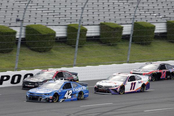 #42: Matt Kenseth, Chip Ganassi Racing, Chevrolet Camaro Credit One Bank and #11: Denny Hamlin, Joe Gibbs Racing, Toyota Camry FedEx Ground