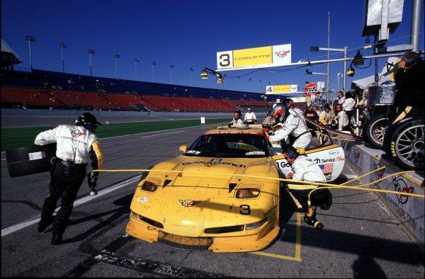 2000 Rolex 24 at Daytona. February 5-6, 2000Daytona International Speedway, Florida USA.# 3 Vette pit stopPhoto by: Richard Dole/LAT