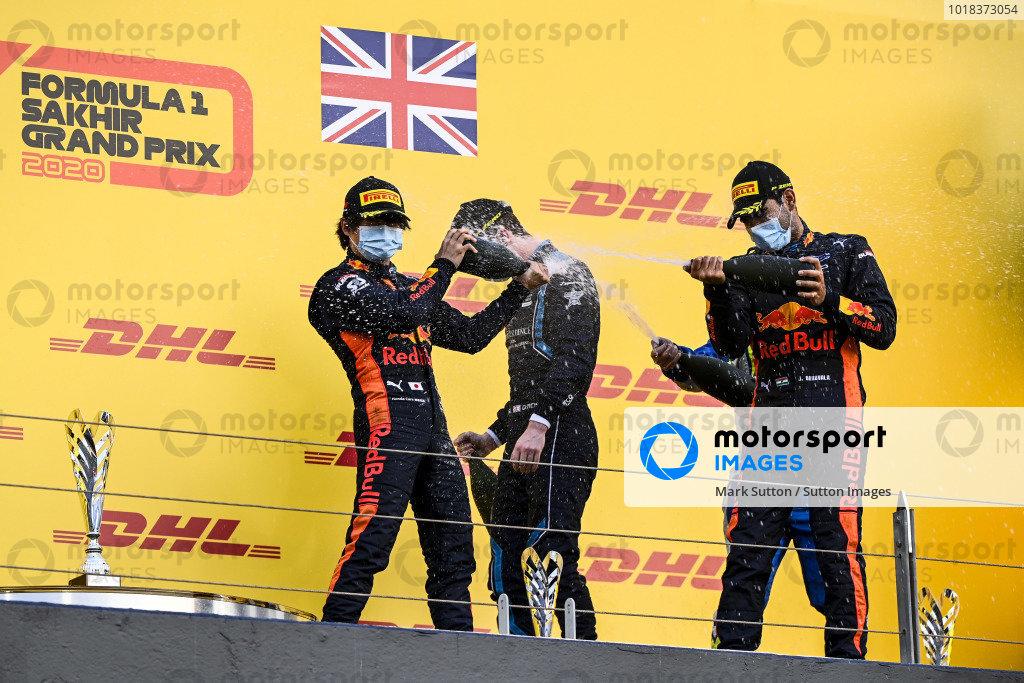 Yuki Tsunoda (JPN, CARLIN), Dan Ticktum (GBR, DAMS) and Race Winner Jehan Daruvala (IND, CARLIN) celebrate on the podium with the champagne