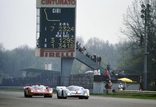 Pedro Rodriguez / Leo Kinnunen, J. W. Automotive Engineering, Porsche 917K 016 leads Ignazio Giunti / Nino Vaccarella, Spa Ferrari SEFAC, Ferrari 512 S Spyder 1042.