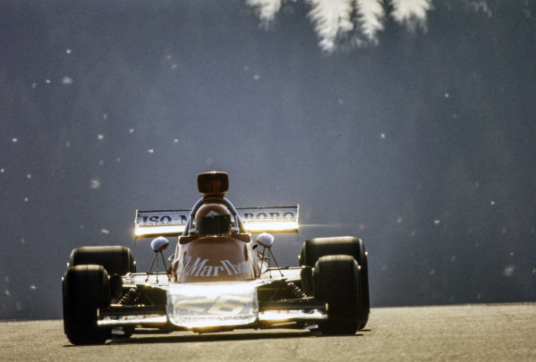 A low sun emphasises highlights on Gijs van Lennep's Williams IR01 Ford.
