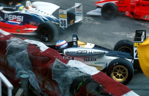 Takuma Sato (JPN) Carlin Motorsport Dallara Mugen Honda F300 qualified second and lead the field, but chances of overall victory vanished when he crashed out on the first leg. International Formula Three, Macau Grand Prix, Hong Kong, 16-19 November 2000.