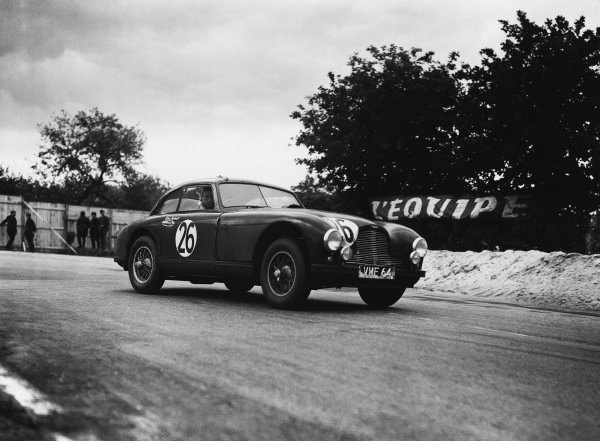 Le Mans, France. 23rd - 24th June 1951 Lance Macklin/Eric Thompson (Aston Martin DB2), 3rd position, action. World Copyright: LAT Photographic Ref: Autocar Glass Plate C29661.