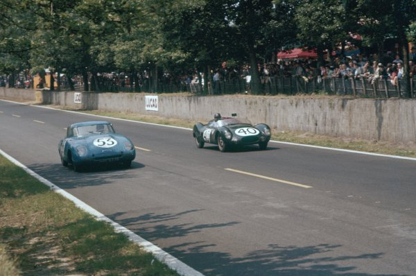 1957 Le Mans 24 hours. Le Mans, France. 22-23 June 1957. Robert Chancel/Pierre Flahault (#53 Panhard Monopole X88) and Jack Brabham/Ian Raby (#40 Cooper T39-Climax). World Copyright: LAT Photographic Ref: 57LM10
