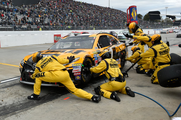 Monster Energy NASCAR Cup Series First Data 500 Martinsville Speedway, Martinsville VA USA Sunday 29 October 2017 Matt Kenseth, Joe Gibbs Racing, DEWALT Flexvolt Toyota Camry pit stop World Copyright: Scott R LePage LAT Images ref: Digital Image lepage-171029-mart-8439