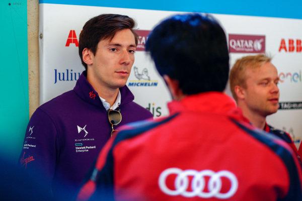 Alex Lynn (GBR), DS Virgin Racing, DS Virgin DSV-03, talks to Lucas Di Grassi (BRA), Audi Sport ABT Schaeffler, Audi e-tron FE04.