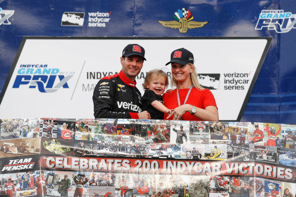 Will Power, Team Penske Chevrolet with son Beau and wife Liz