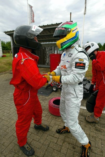(L to R): Race winner James Moy (GBR) Sutton Motorsport Images is congratulated by third placed Alan Van Der Merwe (RSA) Carlin Motorsport in Parc Ferme at the end of the race.  