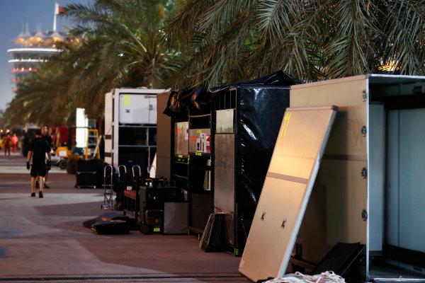 Bahrain International Circuit, Sakhir, Bahrain.  Wednesday 19 April 2017. Teams pack equipment at the conclusion of Bahrain's two-day test. World Copyright: Glenn Dunbar/LAT Images ref: Digital Image _31I6694